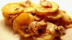 Ароматний і смачний картопля з грибами в мультиварці