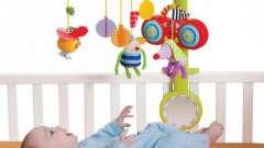 Дитячі іграшки для раннього віку: мобілі на дитяче ліжечко