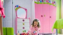 Дитяча шафа в кімнату для дівчинки
