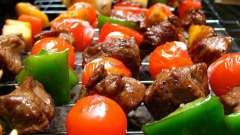 Як маринувати м`ясо для шашлику, щоб вийшло соковито і смачно