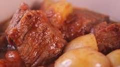 Як приготувати картоплю, тушкований з м`ясом, в мультиварці?