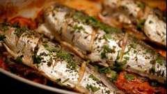 Як приготувати скумбрію з картоплею в духовці смачно?