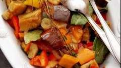 """Як зробити смачне овочеве рагу в мультиварці """"поларіс""""?"""