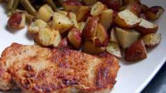 Як смачно запекти свинину з картоплею в духовці?