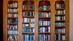 Книжкова шафа зі скляного дверцята: різновиди та особливості конструкції