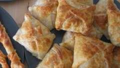 Конвертики з листкового тіста з яблуками