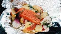 Червона риба у фользі в духовці: рецепти приготування