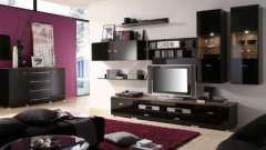 Меблі гірка в інтер`єрі вітальні