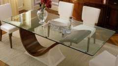 Наскільки практичний обідній скляний стіл?