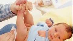 Пронос у немовляти: причини, симптоми, лікування