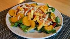Салат з мандаринами. Фруктовий салат з яблук і мандарина. Салат з мандаринами і сиром