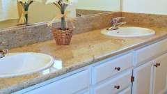 Вологостійкі стільниці для кухні та ванної. Стільниця з каменю